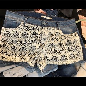 Cute Appliqued Denim Shorts